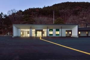 かりがねサッカー場管理棟 夜景 南面