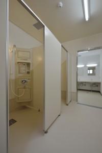 かりがねサッカー場管理棟 シャワー室 A入口