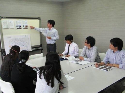 リノベーションスクールの社内報告会